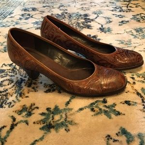 Aerosoles Pumps Embossed Leather Classic Round Toe